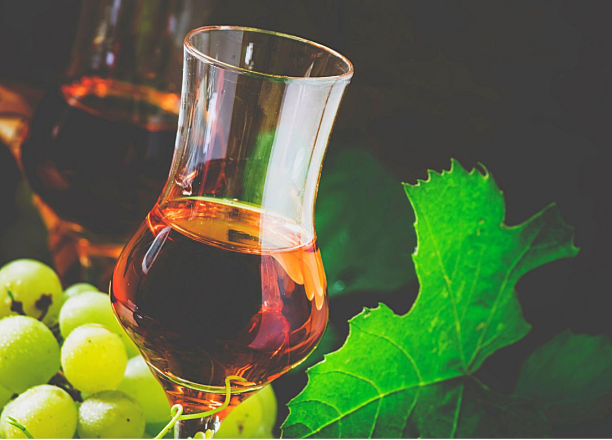 green grapes and glass of grappa italian wine