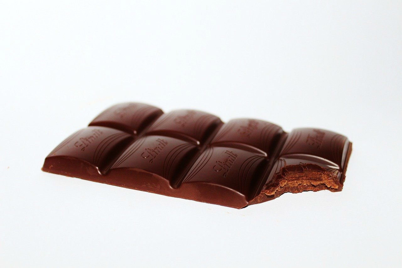 bar of chocolate lindt