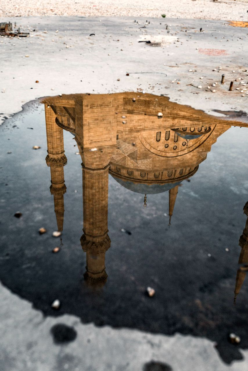 Mohammad-al-Amin-mosque-in-Beirut-reflected in puddle of water